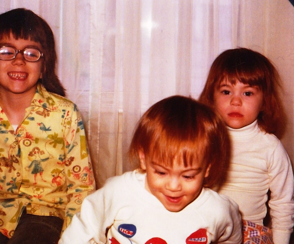 I don't know how Mom was stressed. I look pretty happy-go-lucky, my little sister is clearly well behaved, and my big sister doesn't at all look like she's scheming ...